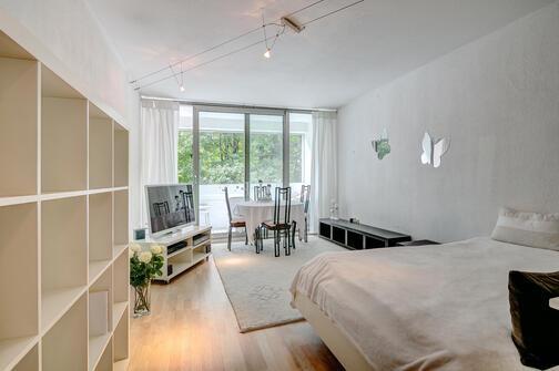 1 habitaci n piso amueblado internet tarifa plana m nich arabellapark 8083. Black Bedroom Furniture Sets. Home Design Ideas